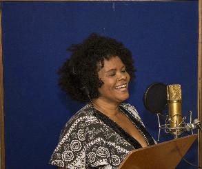 Márcia Short canta para Santo Antonio