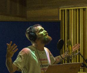 Saulo canta em louvor a Santo Antonio