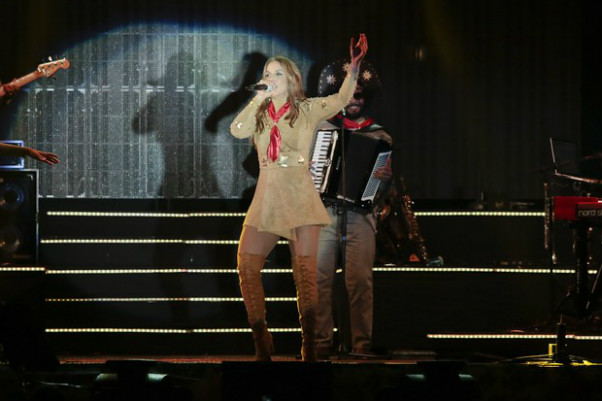 Vestida de Maria Bonita, Ivete Sangalo sobe ao palco do Brega Light