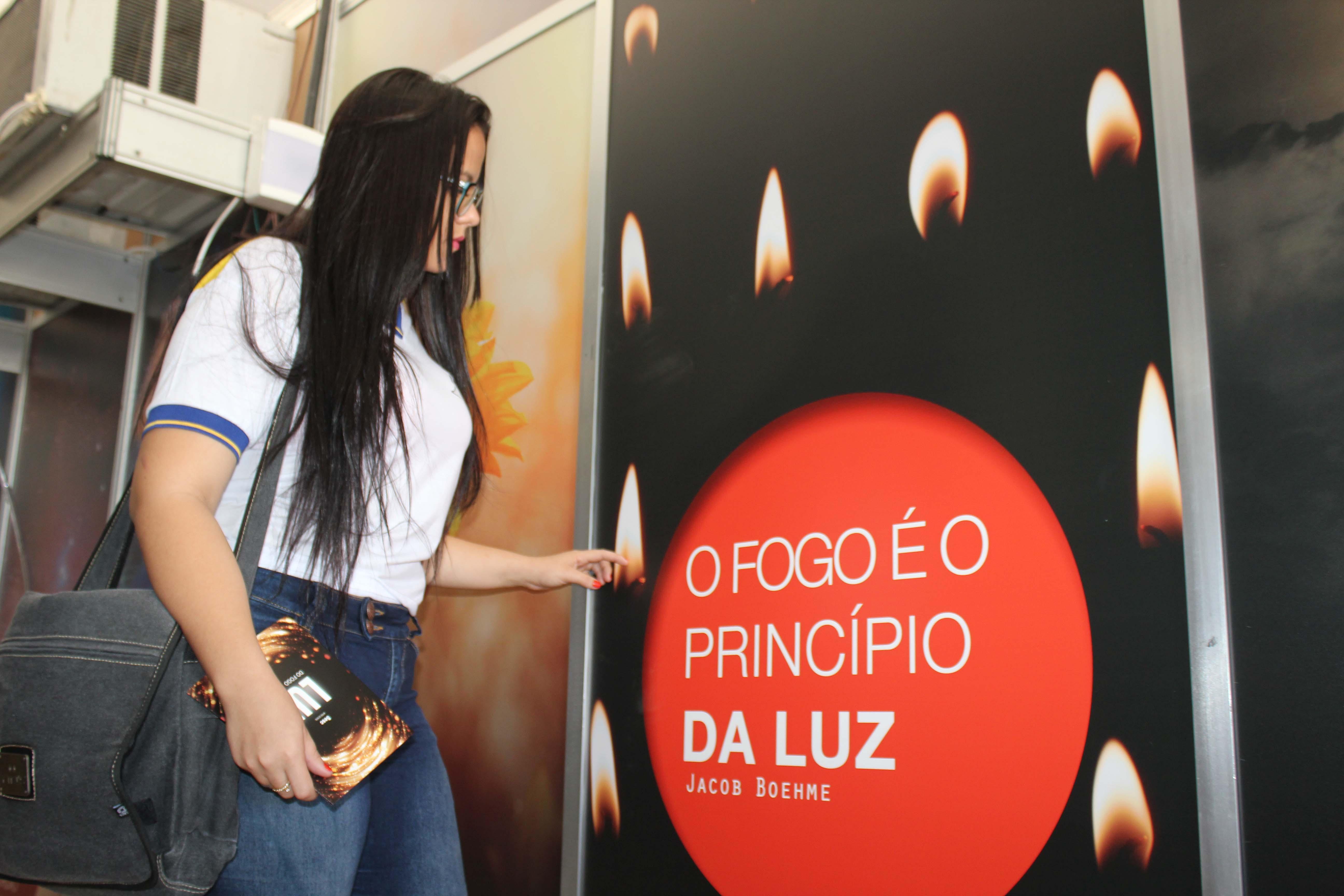 Palestra sobre o universo e mostra de objetos científicos abrem a exposição 'Luz – do fogo ao átomo', em Petrolina (PE)