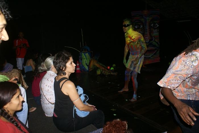 Corpos grafitados dançam no Centro Histórico