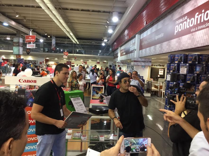 Mais de 450 mil pessoas assistem ao Live do Pontofrio com Sérgio Mallandro no Facebook
