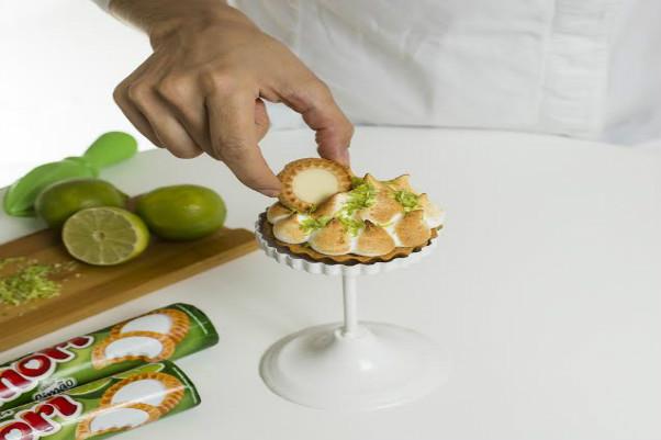 Richester ensina o passo a passo de uma receita especial: Quiche de Limão feito com biscoito Tortinha Amori