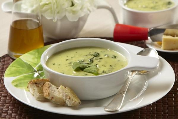 Aproveite as baixas temperaturas e experimente uma sopa quentinha e muito saborosa