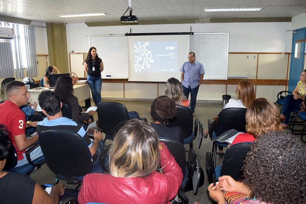 Educadores são treinados para pesquisa de ensino e aprendizagem