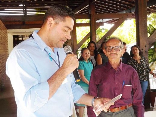 Seu Nilson comemora 80 anos e recebe placa de reconhecimento da Agrovale