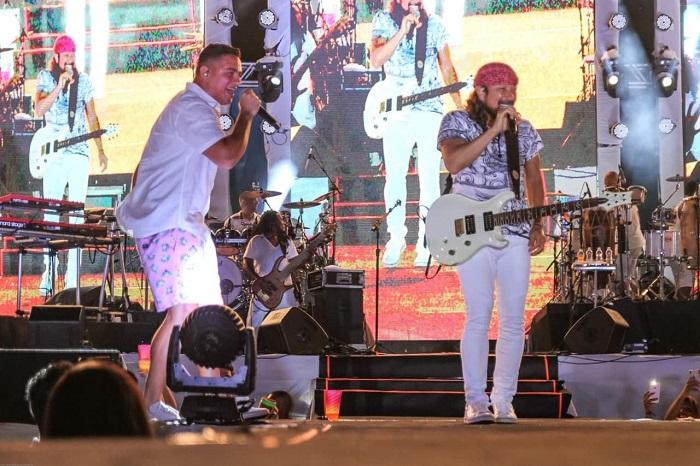 """Bell Marques recebe Falcão da Guig para dueto na festa """"Bonfim de Tarde"""", em Salvador"""