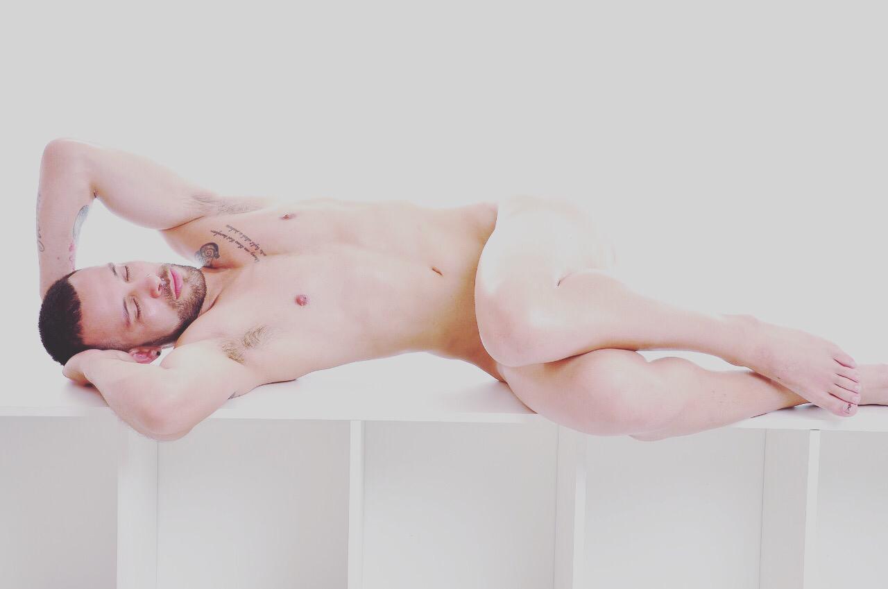 Fotógrafo cria novo conceito para ensaios sensuais artísticos, o Nude Fashion
