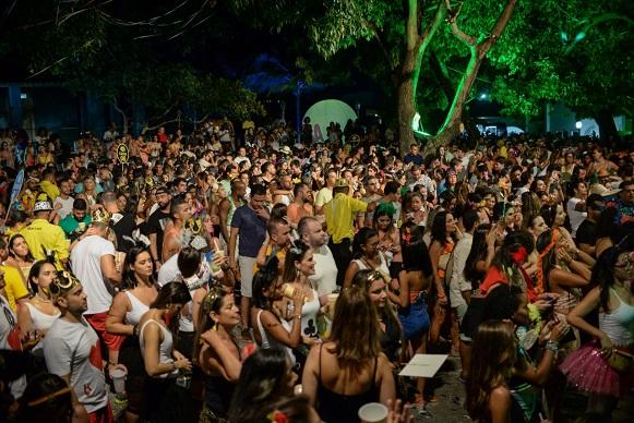 Desfile de fantasias e muita animação com Tico, Microtrio, Duas Medidas, Telefunksoul e Jau marcam sucesso da 1ª edição do Santo Antônio HARÉM do Carmo