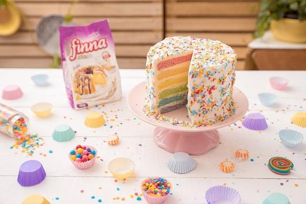 Quer aprender a fazer um bolo bem colorido? A Finna ensina!